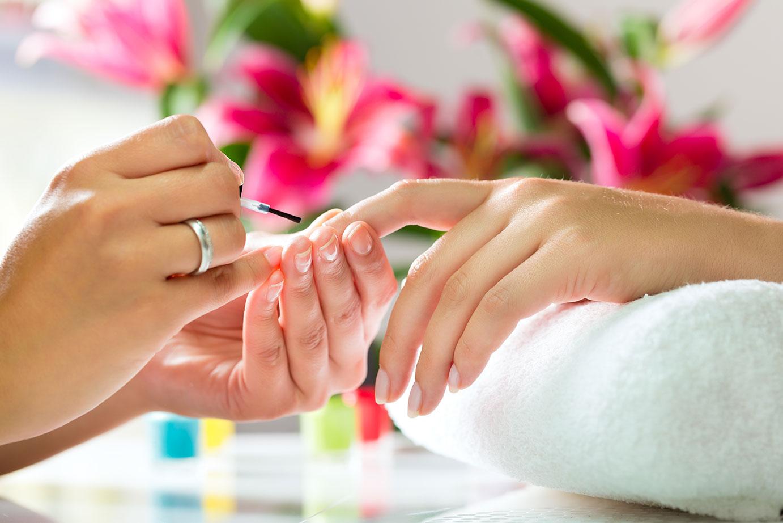 Oliebehandeling nagels tijdens manicure